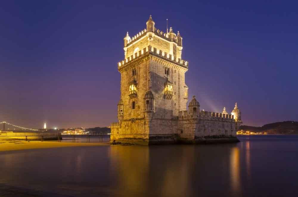 Tour nocturno en grupo por Lisboa – Cena y espectáculo de fado