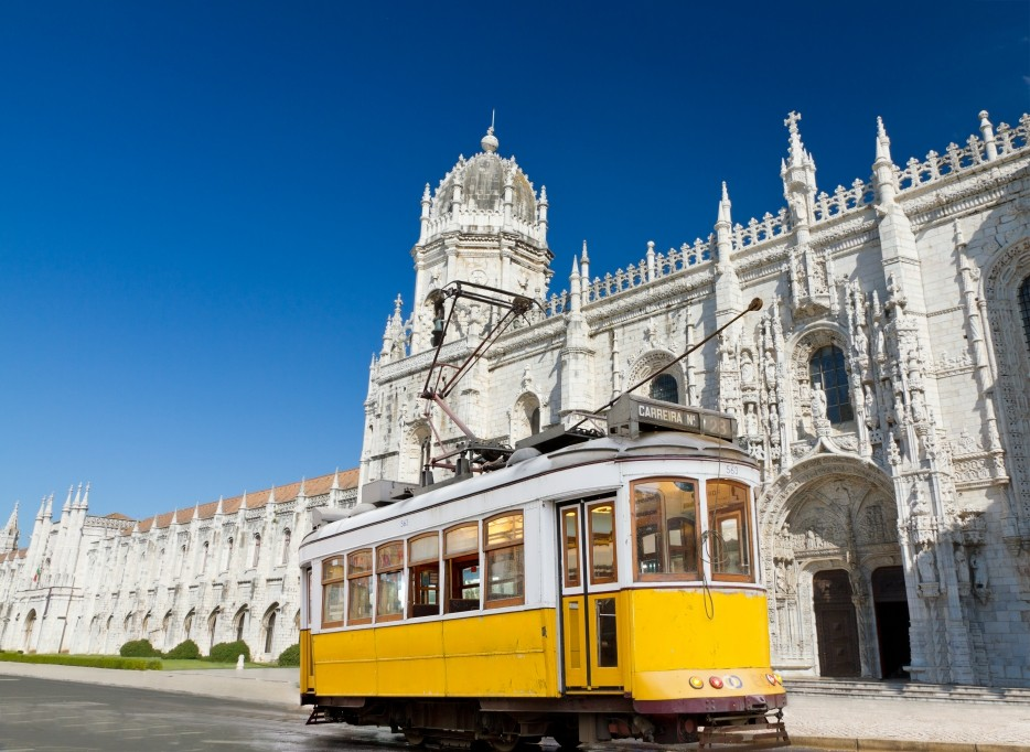 Discover Lisbon Walking – Free Tram Ride