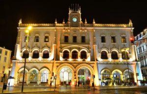 Noche de Lisboa Tour privado Cena y espectáculo de fado