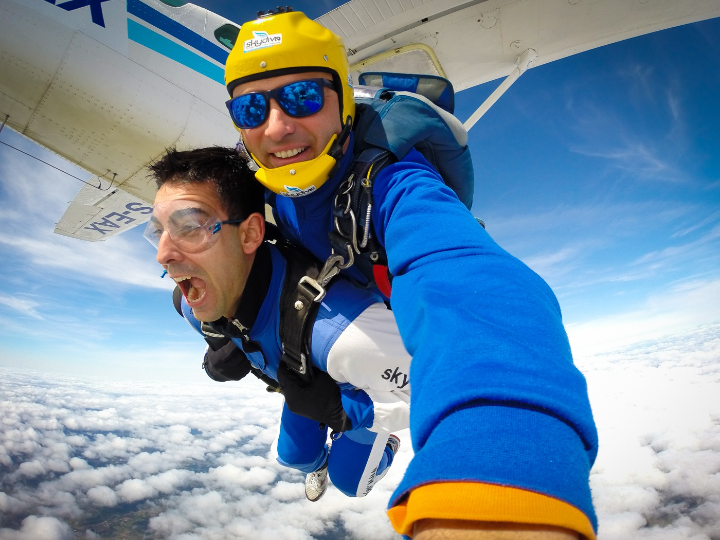 WHAT IS A TANDEM SKYDIVE?